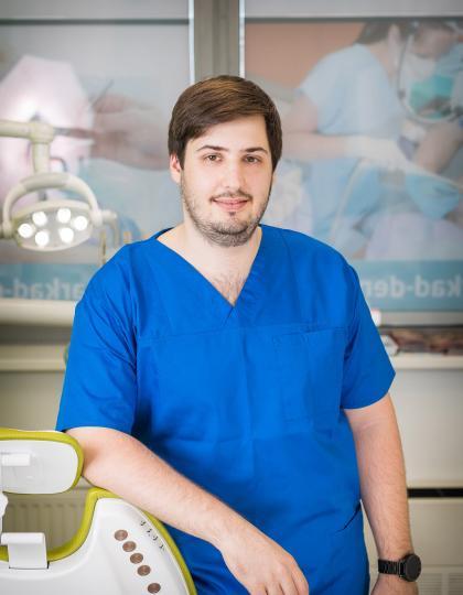 Dr. Kóródy László - Szájsebész rezidens