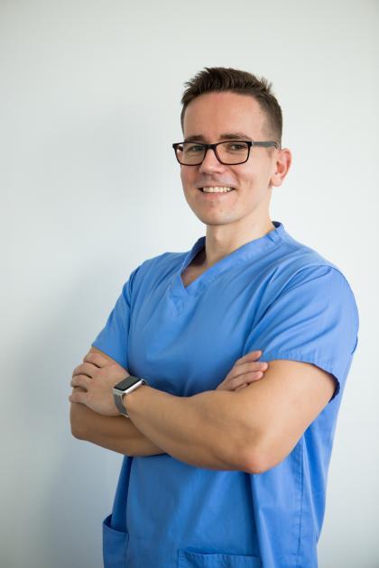 Dr. Köböl Zsolt - Fogorvos