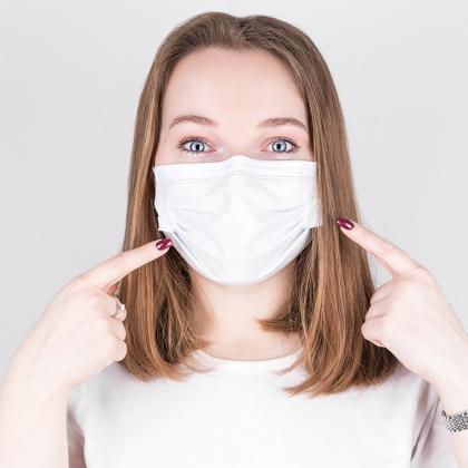 A szájmaszk és a fertőtlenítő használata kötelező!