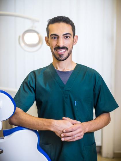 Dr. Amir Pasha Nouri - Fogorvos